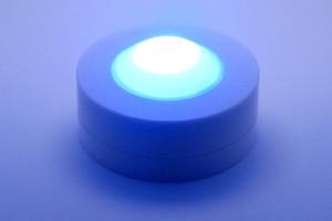 鎮静作用のあるハイパワー青LED搭載